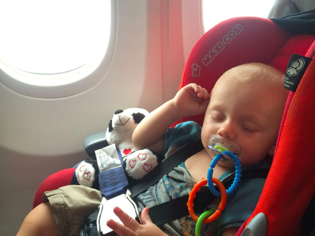 profi tipps im flugzeug fliegen mit babys oder. Black Bedroom Furniture Sets. Home Design Ideas