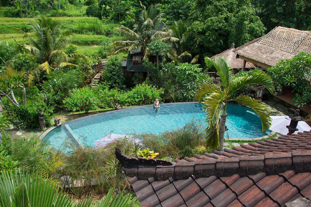 Der Blick auf den Pool von unserem Balkon aus