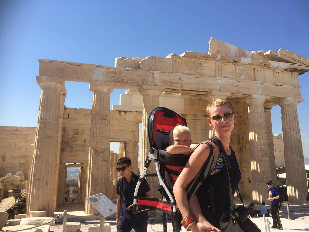 akropolis-mit-kleinkind-3