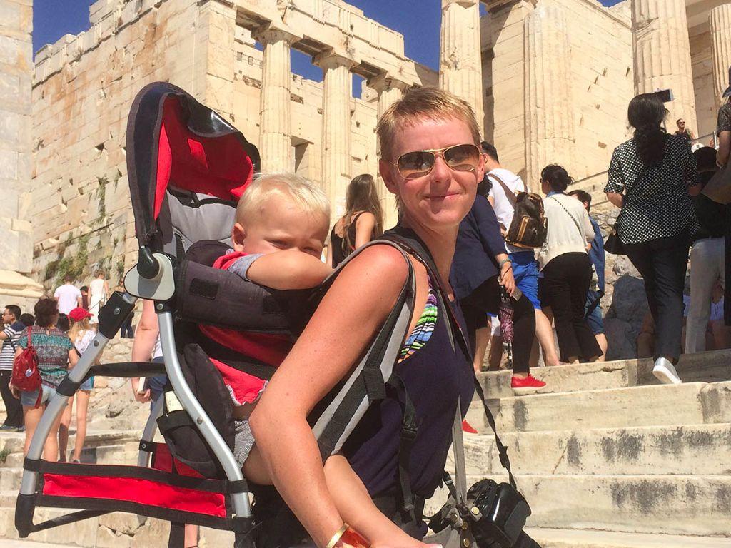 akropolis-mit-kleinkind