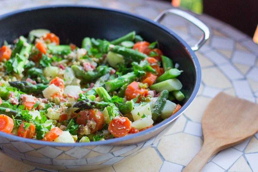 Leckere Familienküche – Countrypfanne mit Gemüse & Spargel