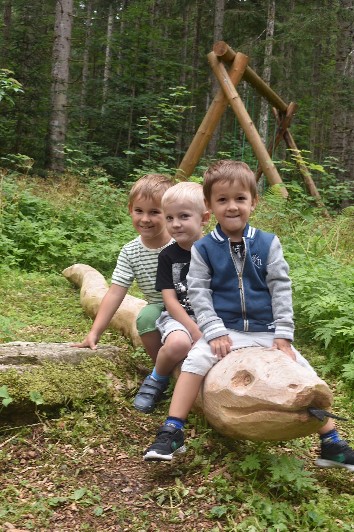 Oberösterreich mit Kindern Ausflufsziele spielen im Uhrzeitwald