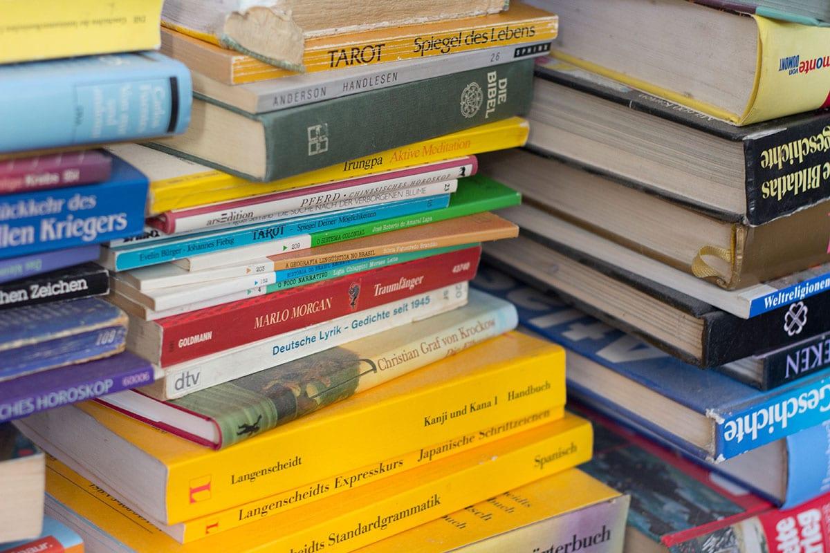 Richtig ausmisten Tipps – mit System alte Bücher ausmisten