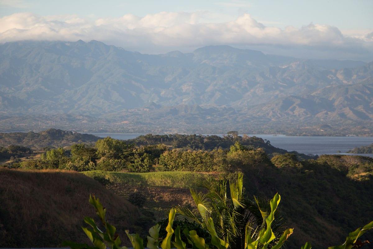 El Salvador Sehenswürdigkeiten & Higlights – Ausblick in Suchitoto auf den Lago Suchitlán