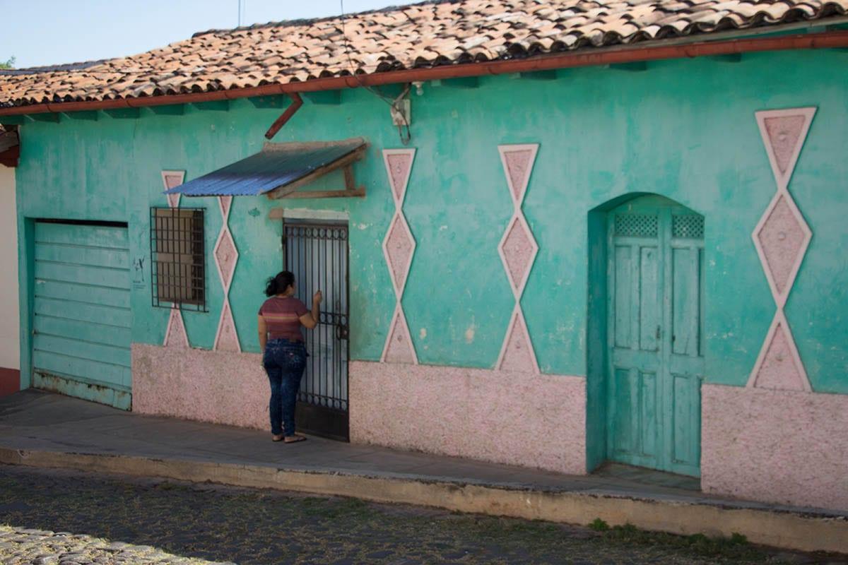 El Salvador Sehenswürdigkeiten & Higlights – Straße in Suchitoto