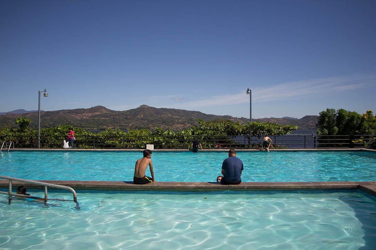 El Salvador Sehenswürdigkeiten & Higlights – Freibad am Lago de Suchitlán bei Suchitoto