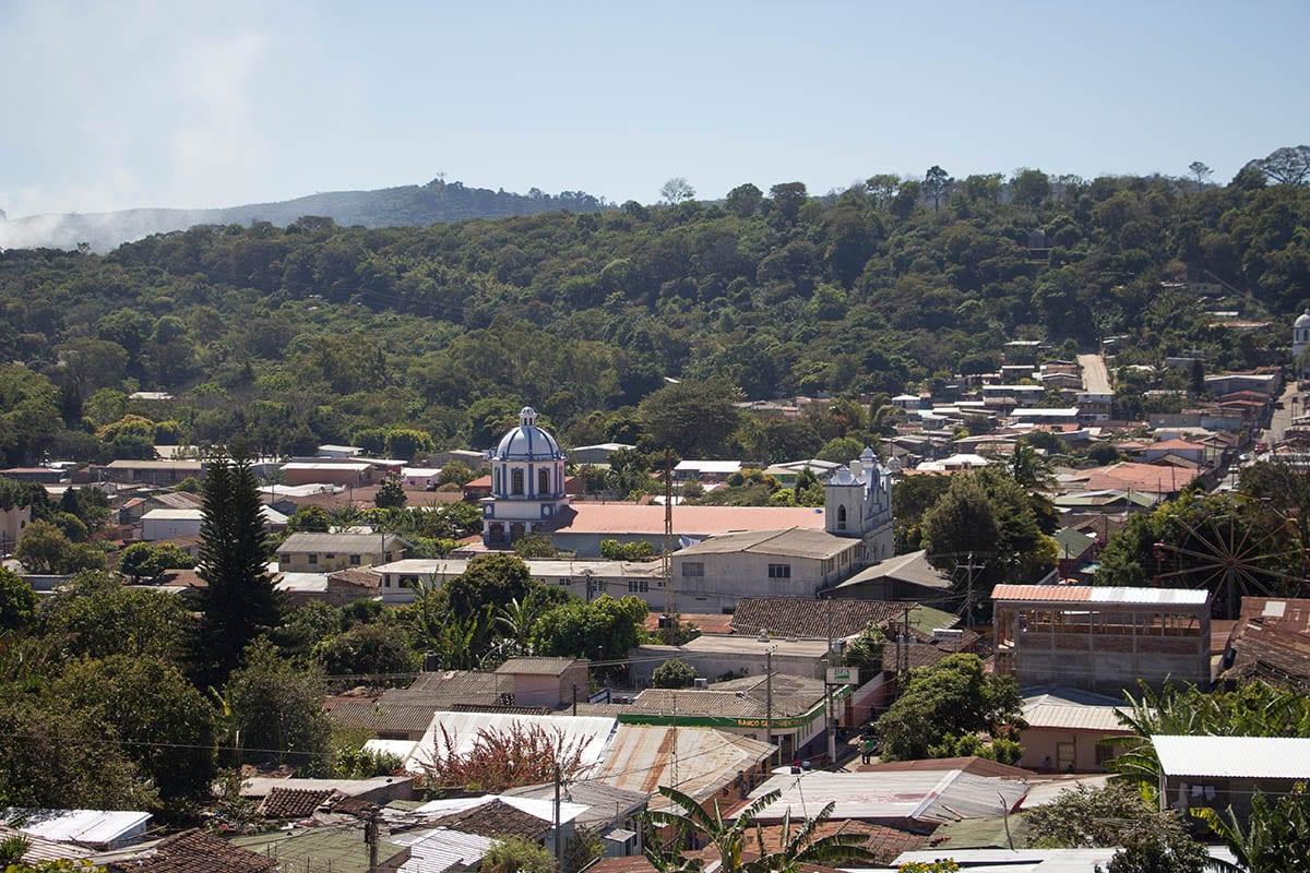 El Salvador Sehenswürdigkeiten & Highlights – Ausblick auf die Stadt Ataco, in Ruta de las Flores