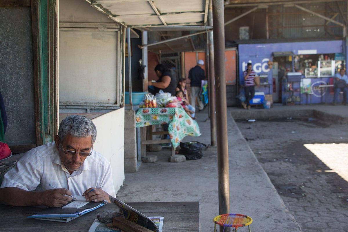 El Salvador Sehenswürdigkeiten & Highlights – auf dem Busbahnhof in Santa Ana