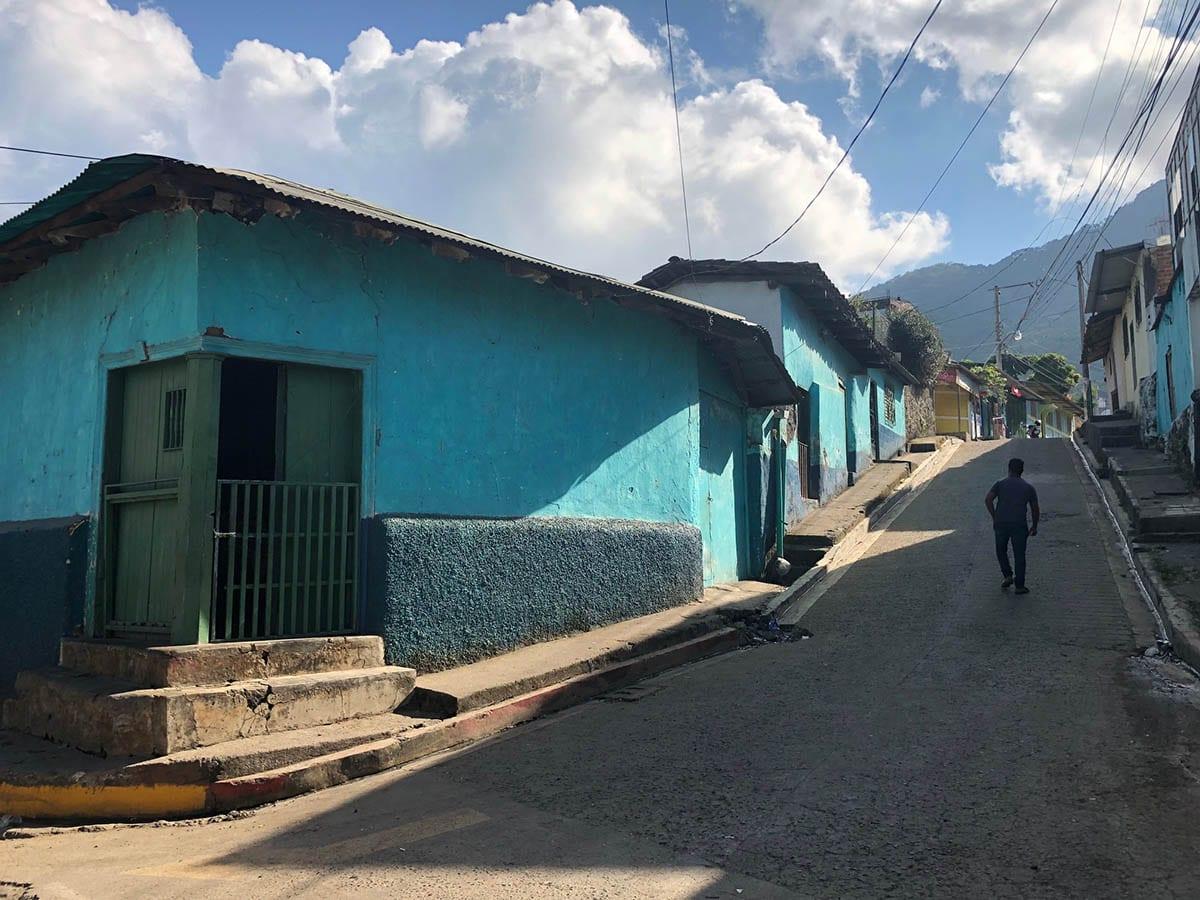 El Salvador Sehenswürdigkeiten & Highlights – in einer Straße in Alegría