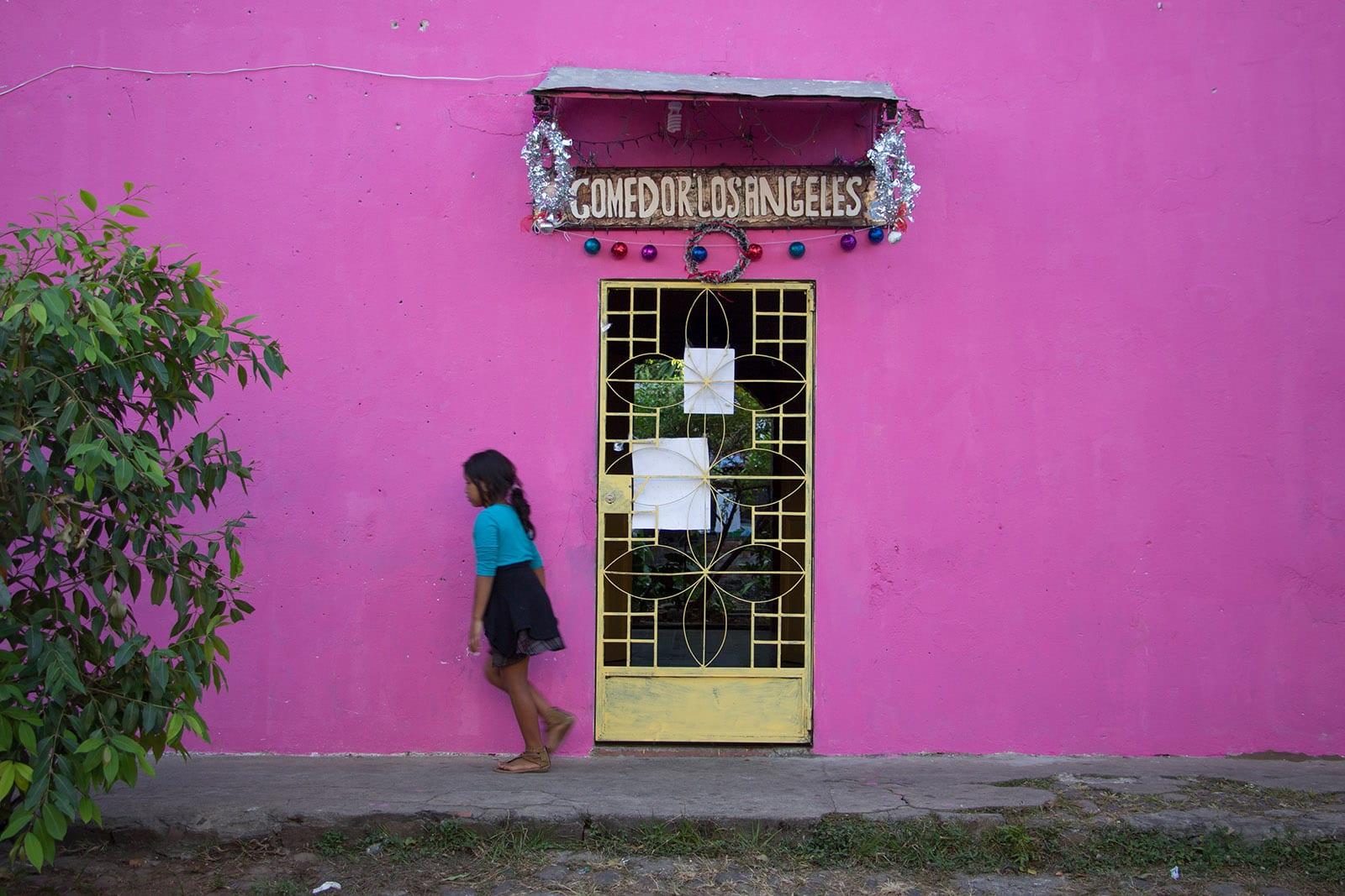 El Salvador Sehenswürdigkeiten & Highlights – ein buntes Haus in Suchitoto