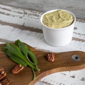 Selbstgemachte Bärlauchbutter Rezept – mit Pekannüssen