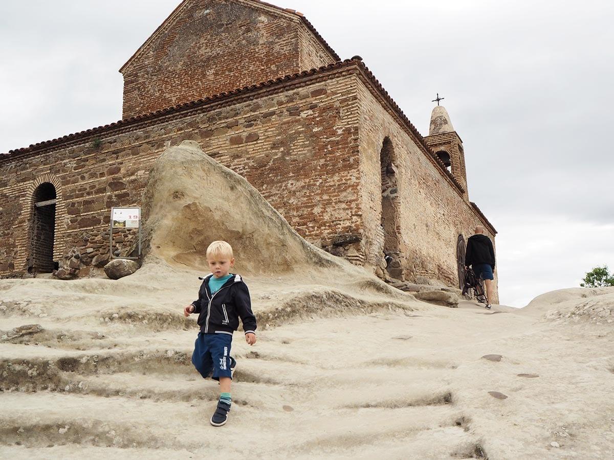 Georgien Urlaub: Tipps & Highlights für eine faszinierende Rundreise – die Höhlenfestungen beiUplizsische bei Gori