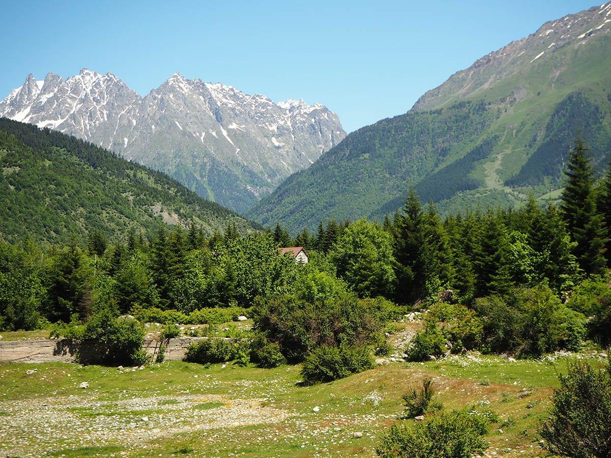 Georgien Urlaub: Tipps & Highlights für eine faszinierende Rundreise – Mestia im Großen Kaukasus