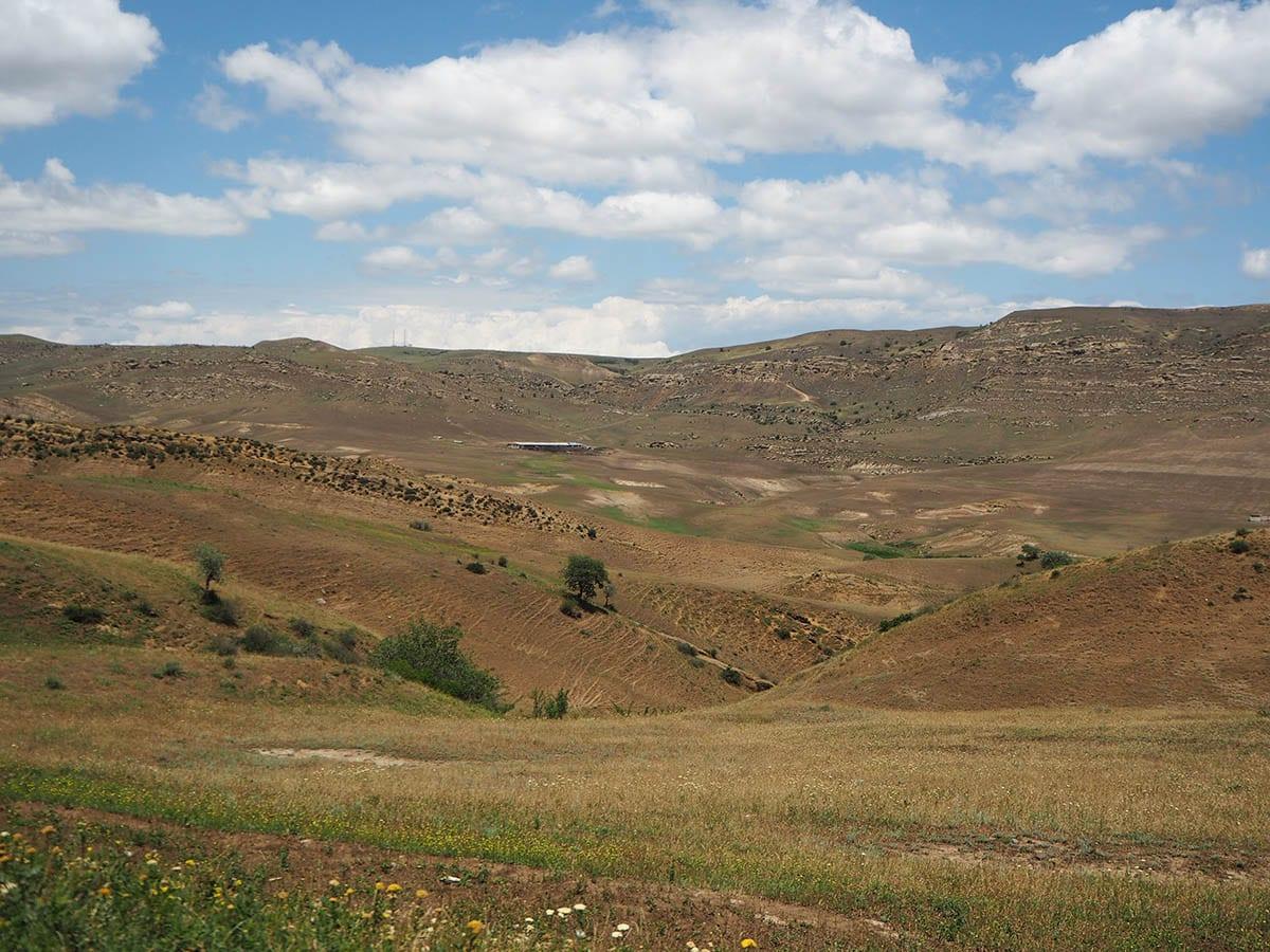 Georgien Urlaub: Tipps & Highlights für eine faszinierende Rundreise – auf dem Weg zum Kloster Dawid Garedscha