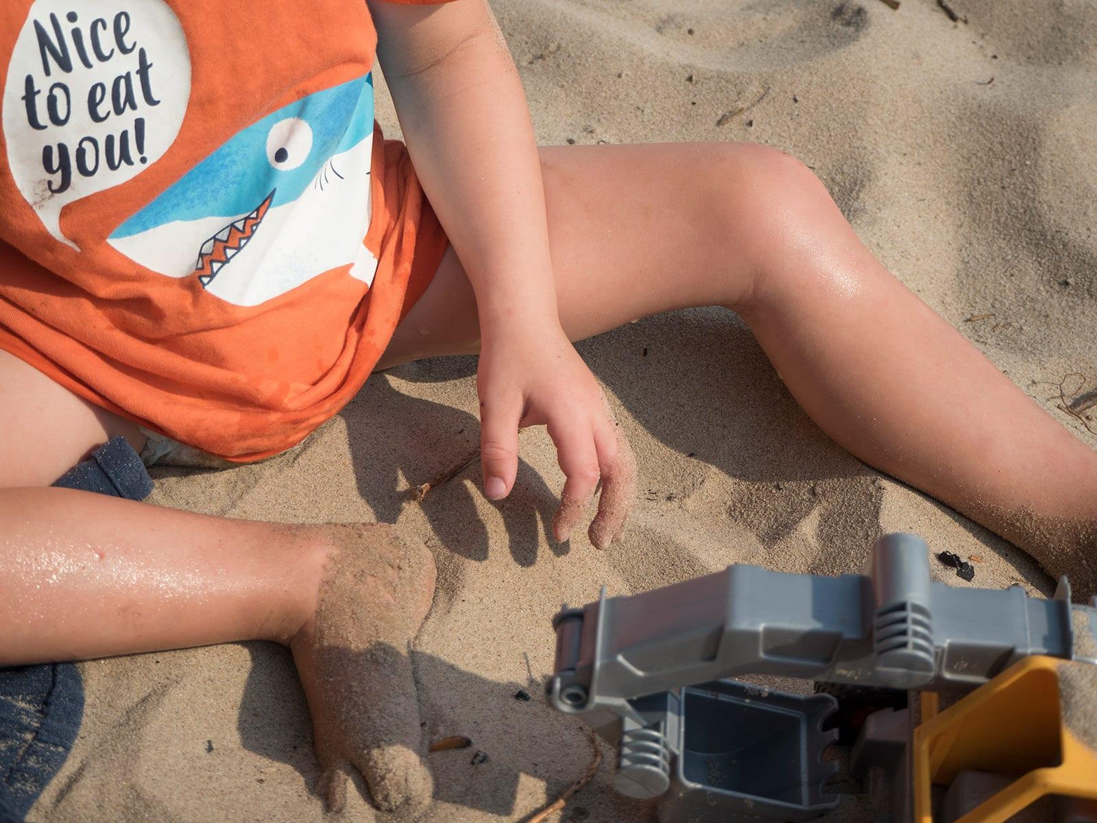 Kinderhaut im Sommer richtig schützen und pflegen – alles, was man zu diesem Thema wissen sollte