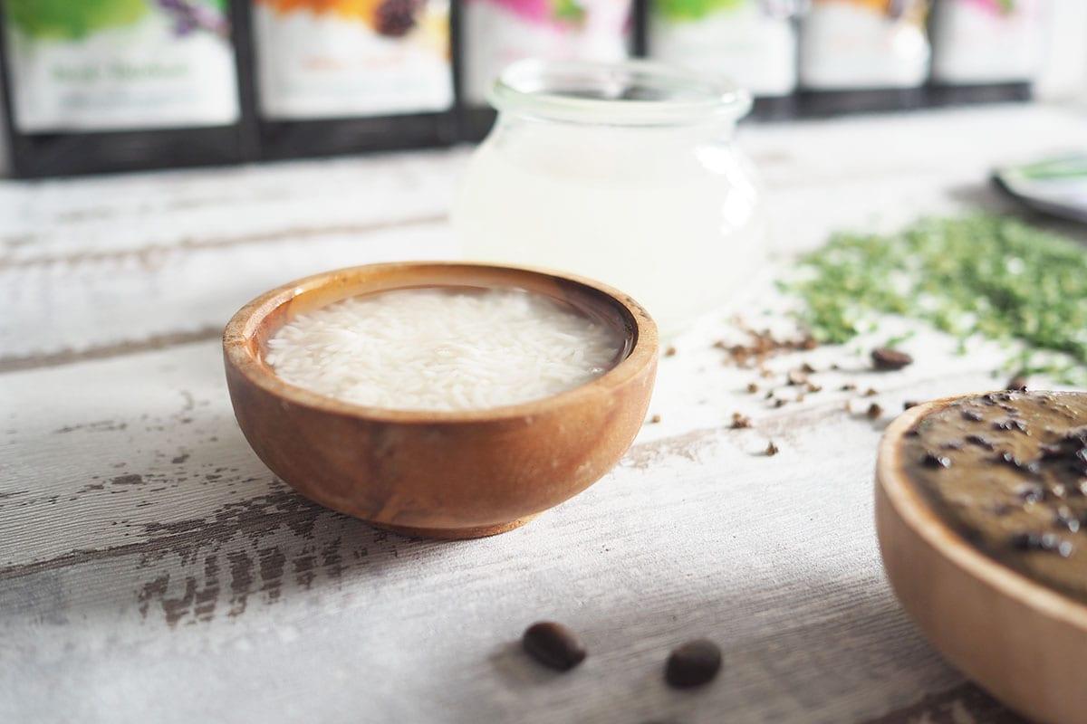 Wellness im Badezimmer mit fermentiertem Reiswasser