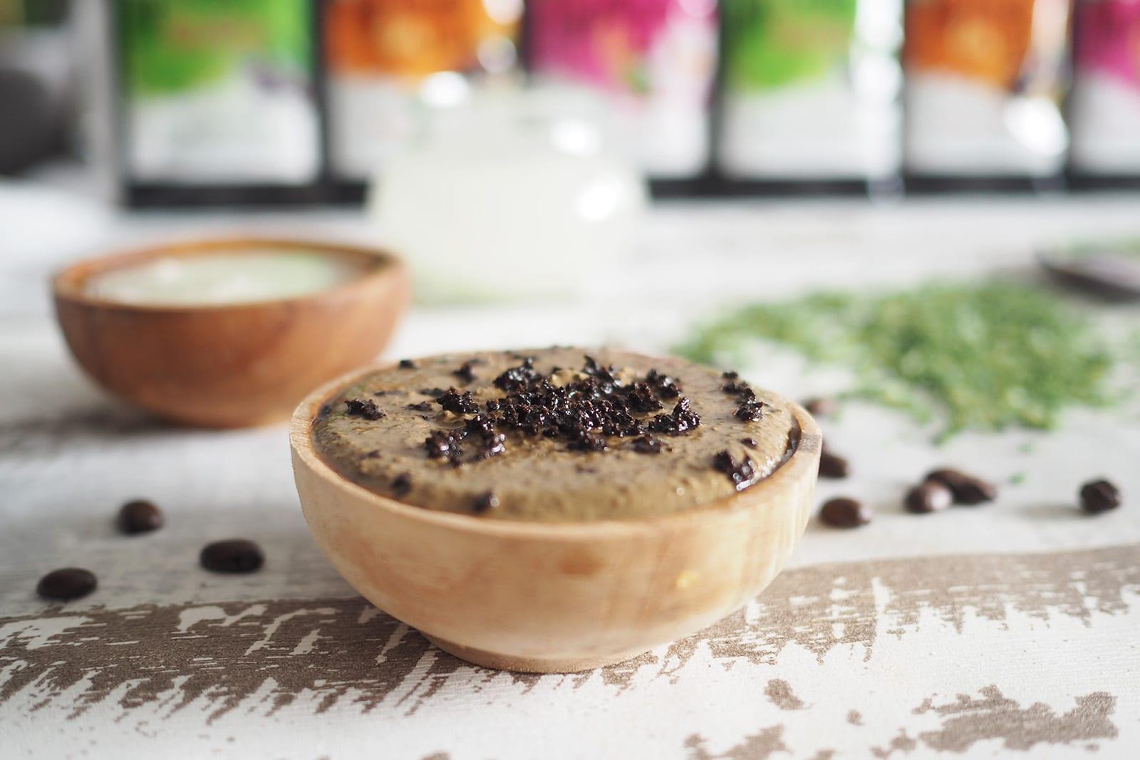 Wellness im Badezimmer mit einer selbstgemachten Kaffee-Maske, fermentiertem Reiswasser und den neuen Badekristallen von Kneipp