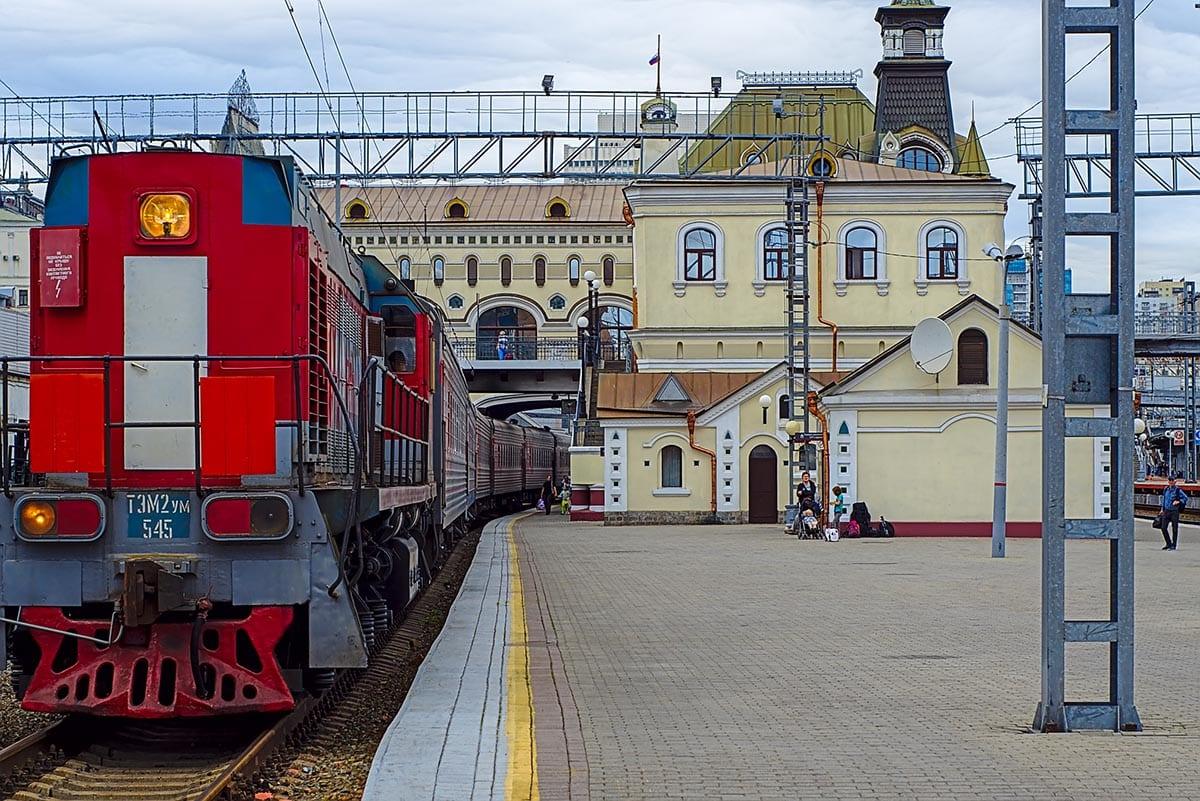 Transsibirische Eisenbahn mit Kindern – Bahnhof in Wladiwostok