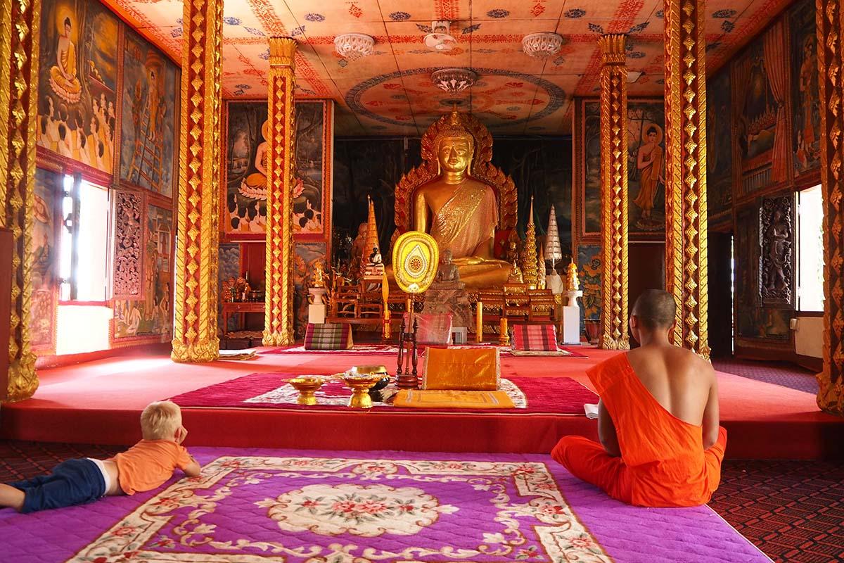 Individuelle Laos Reisen – im Wat Luang in Pakse