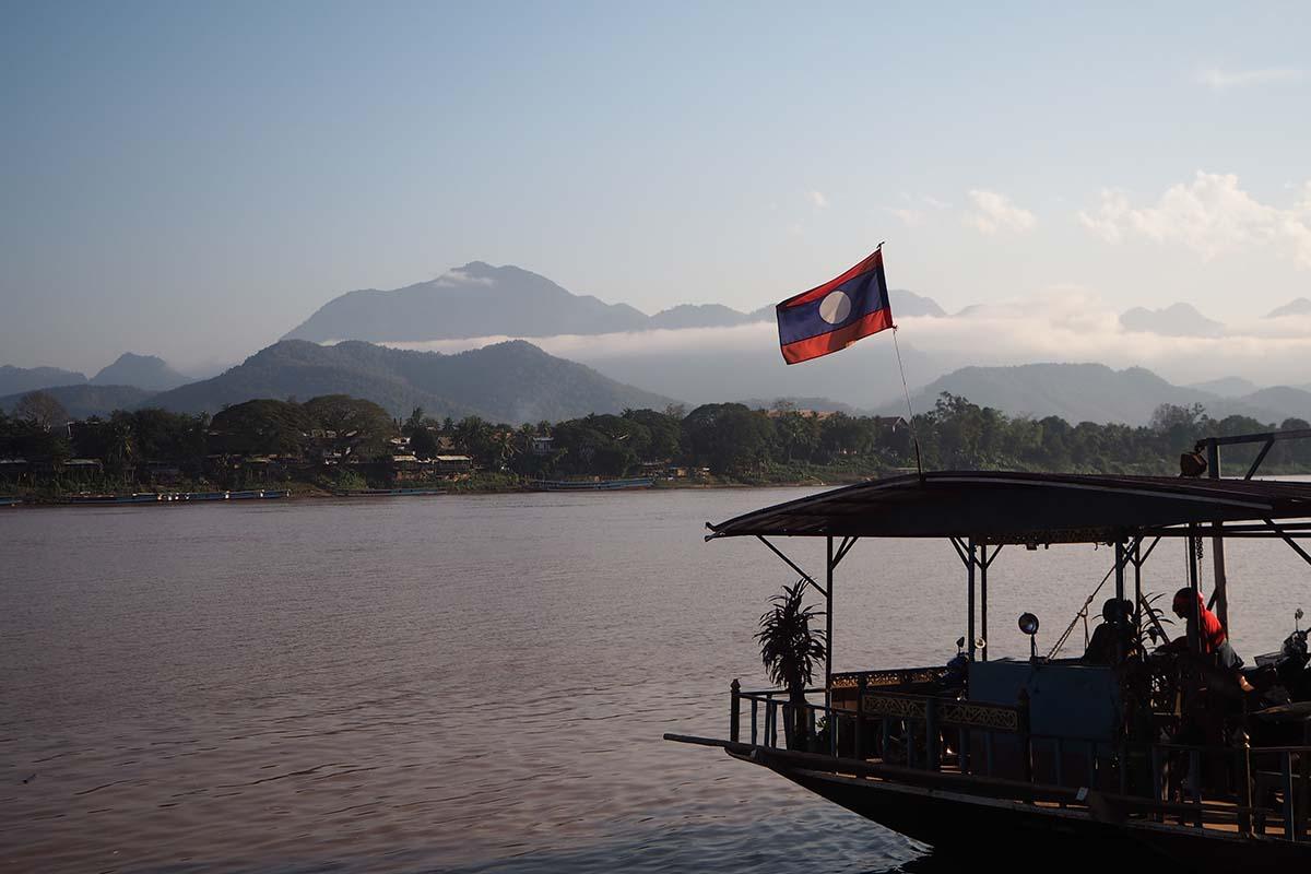 Individuelle Laos Reisen – Fähre in Luang Prabang