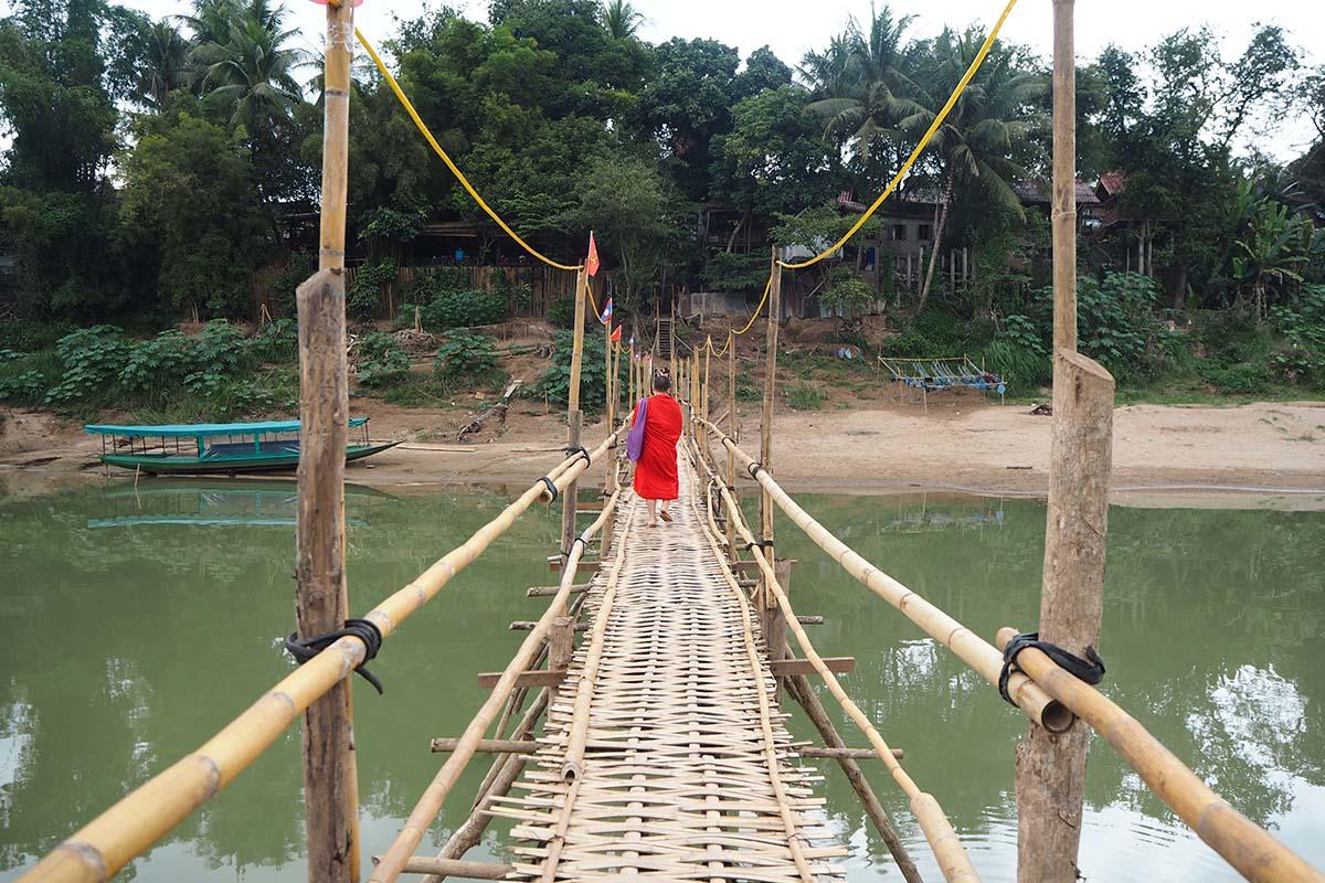 Individuelle Laos Reisen – Bambusbrücke in Luang Prabang
