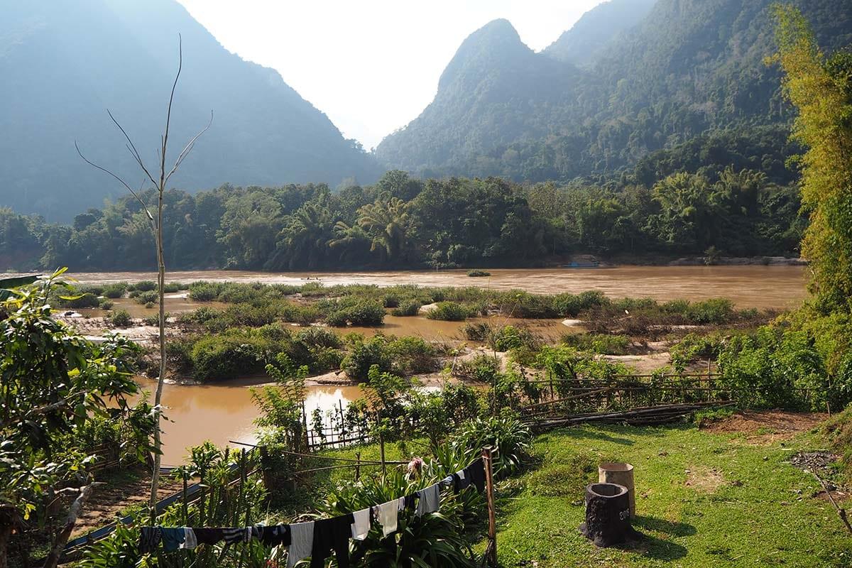 Individuelle Laos Reisen – Blick auf den Fluss in Muang Ngoi