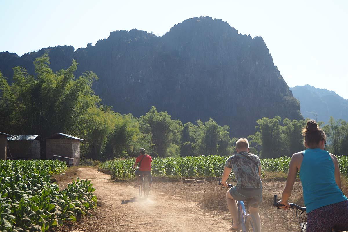 Individuelle Laos Reisen – Fahhradfahren in der Umgebung der Kong Lor Cave in Zentrallaos