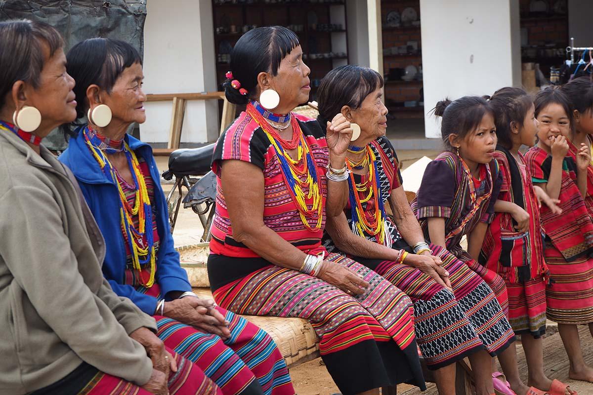 Individuelle Laos Reisen – Bereinwohner im Bolaven-Plateu in Südlaos