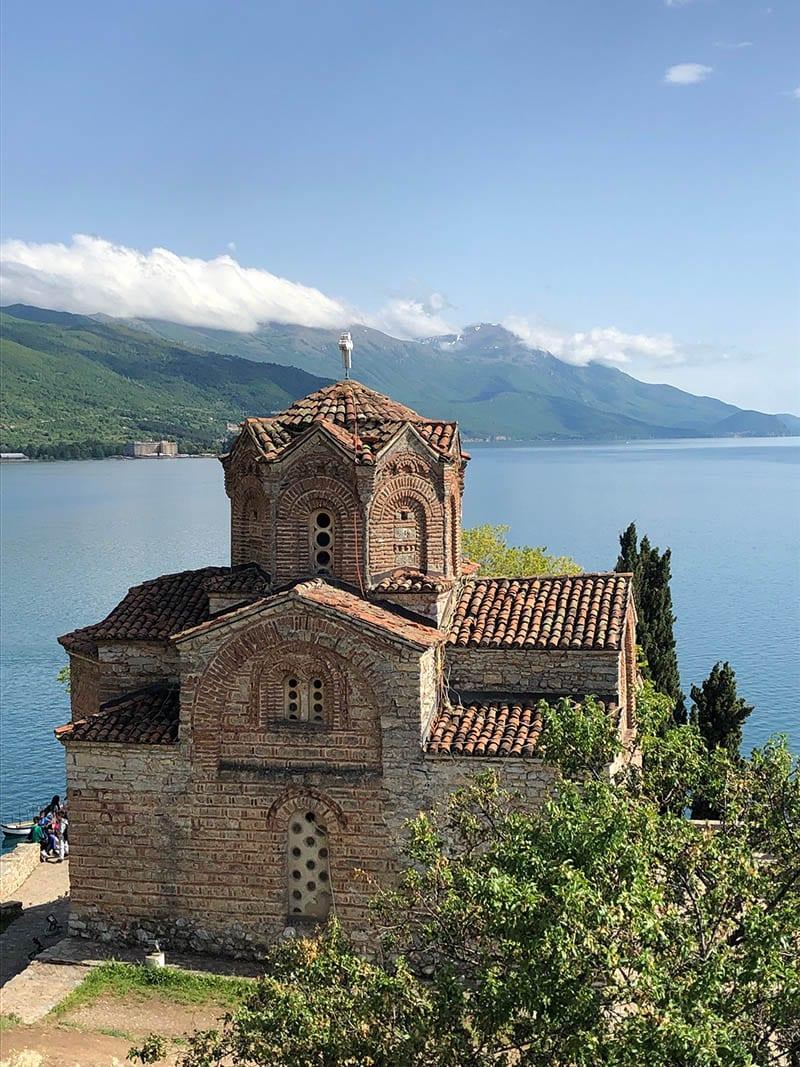 Mazedonien Urlaub Reisetipps – Ausblick auf die Sveti Jovan Kaneo Kirche am Ohridsee