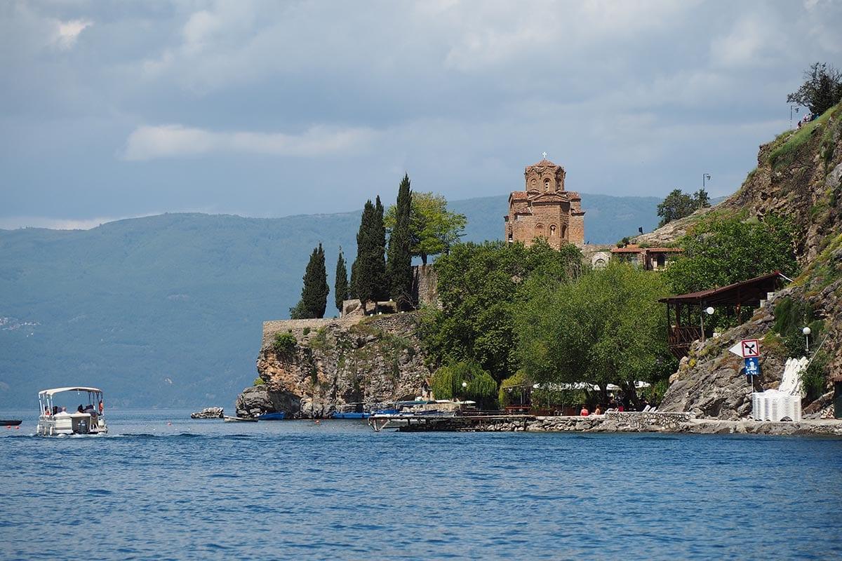 Mazedonien Urlaub Reisetipps – Ohridsee Blick auf die Sveti Jovan Kaneo Kirche