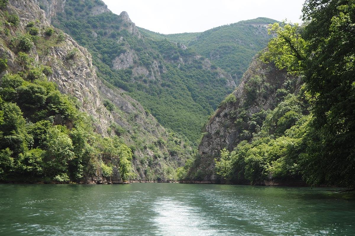 Mazedonien Urlaub Reisetipps – Matka Canyon eine Bootsfahrt zu den Vrelo Höhlen