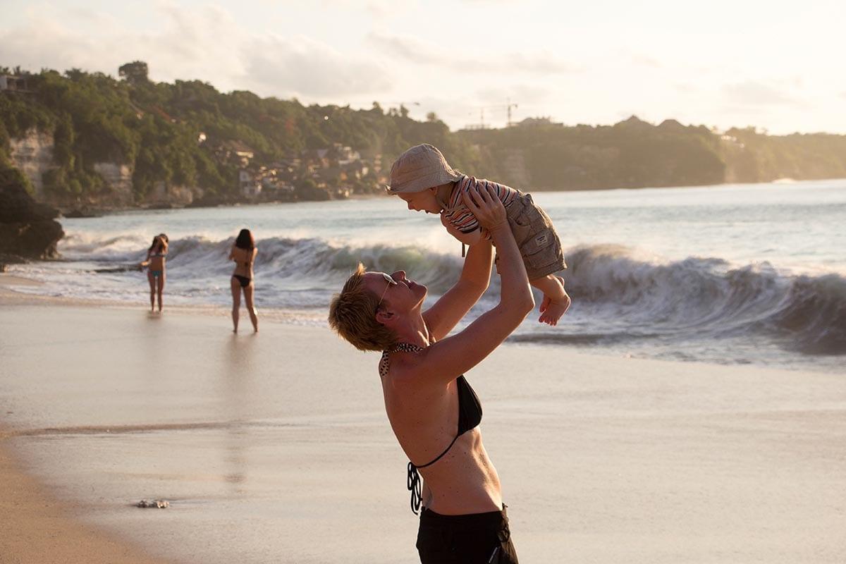 Fernreisen mit Kindern wohin? Beliebte Urlaubsziele für Familien – Bali am Dreamland Beach