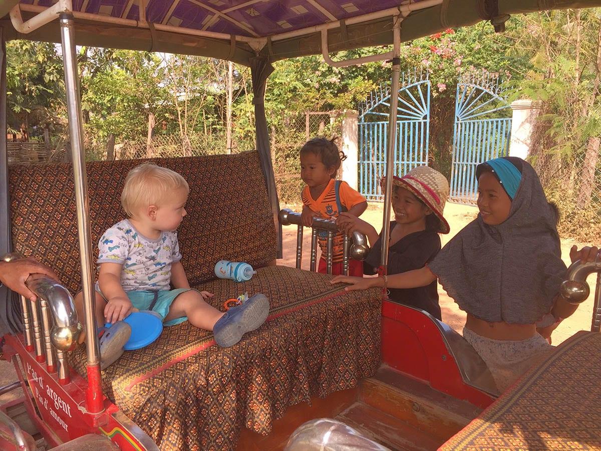 Fernreisen mit Kindern wohin? Beliebte Urlaubsziele für Familien – Kambodscha, auf dem Land in der Nähe von Kampot