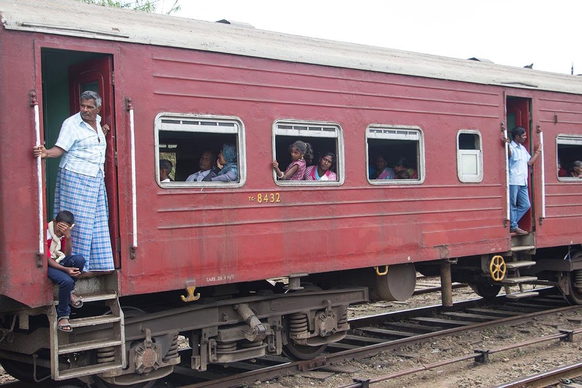 Fernreisen mit Kindern wohin? Beliebte Urlaubsziele für Familien – Sri Lanka, Zugfahren in Sri Lanka
