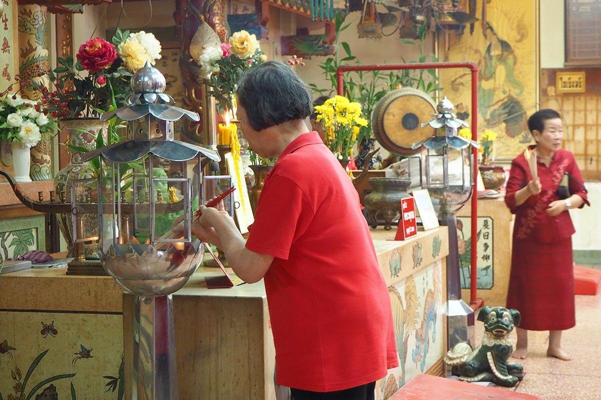 Fernreisen mit Kindern wohin? Beliebte Urlaubsziele für Familien – Thailand in einem Tempel
