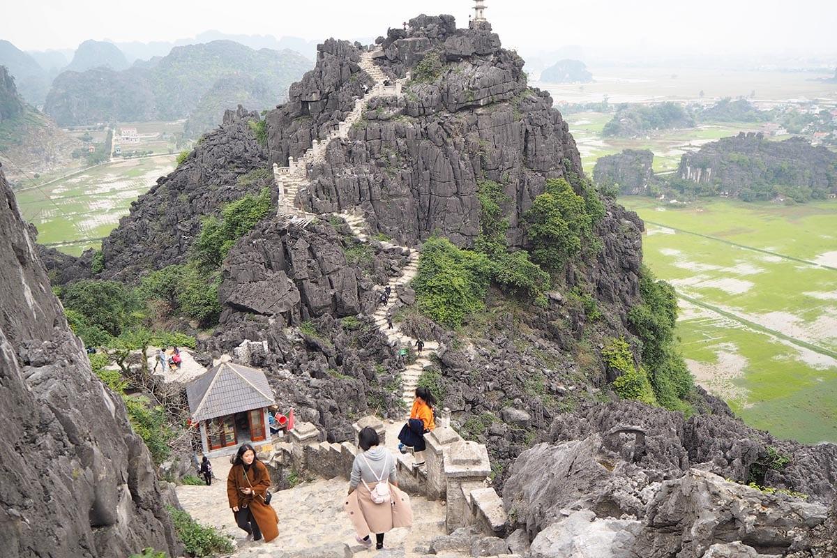 Fernreisen mit Kindern wohin? Beliebte Urlaubsziele für Familien – Vietnam, Mua Cave bei tam Coc