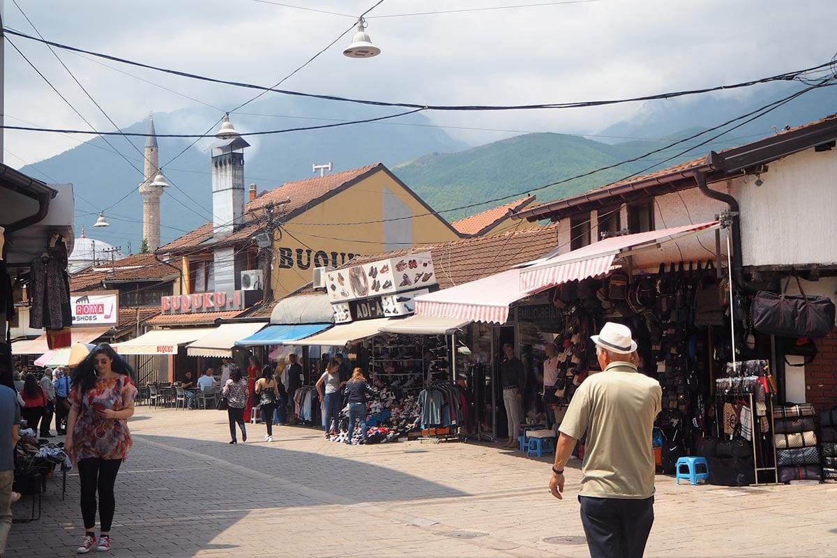 Kosovo Reisen – unterwegs in einem unbekannten Land. Im zentrum von Peja