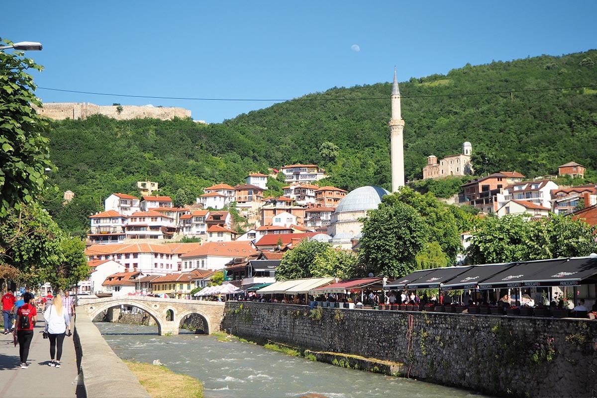 Kosovo Reisen – unterwegs in einem unbekannten Land. Blick auf Prizren