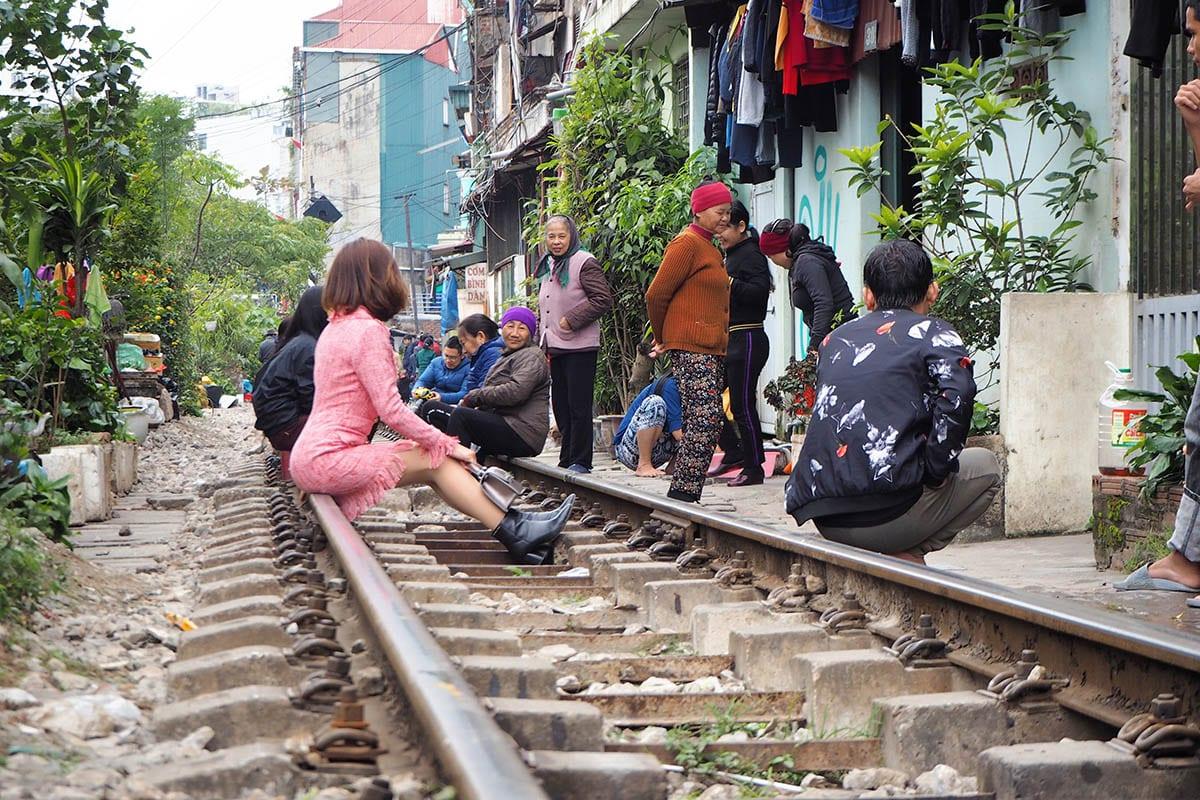 Hanoi Train Street Cafés müssen schliessen