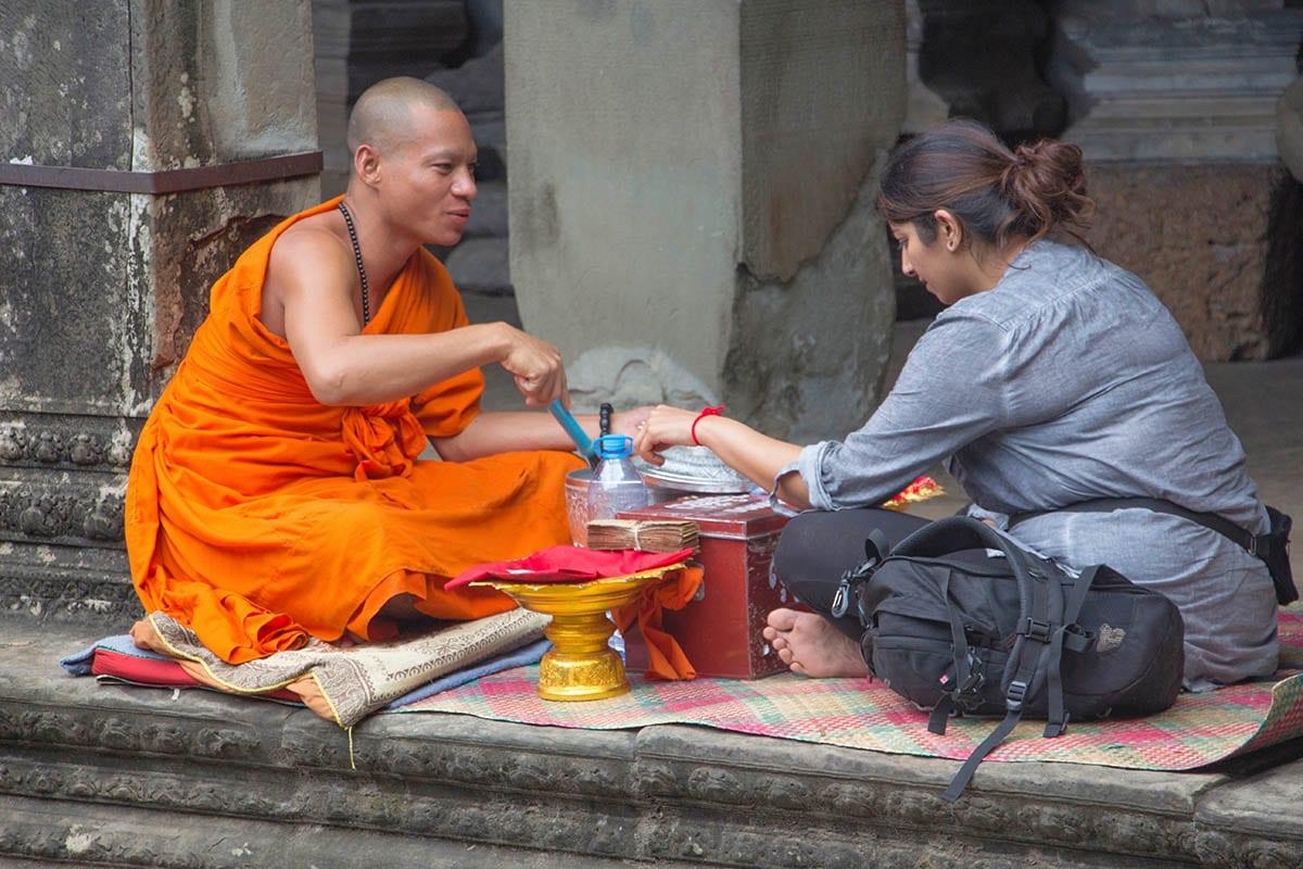 Die schönsten Kambodscha Sehenswürdigkeiten – Mönch in Angkor Wat