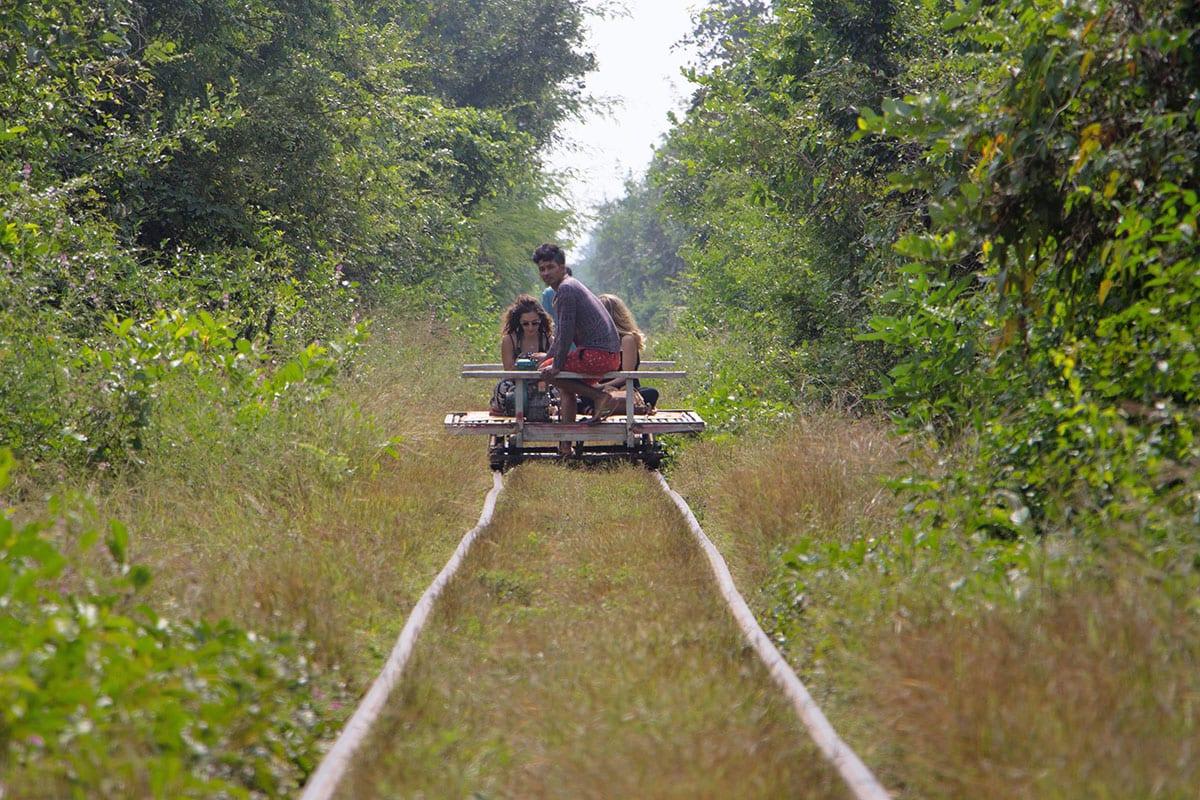Die schönsten Kambodscha Sehenswürdigkeiten – Fahrt mit dem Bamboo Train bei Battambang