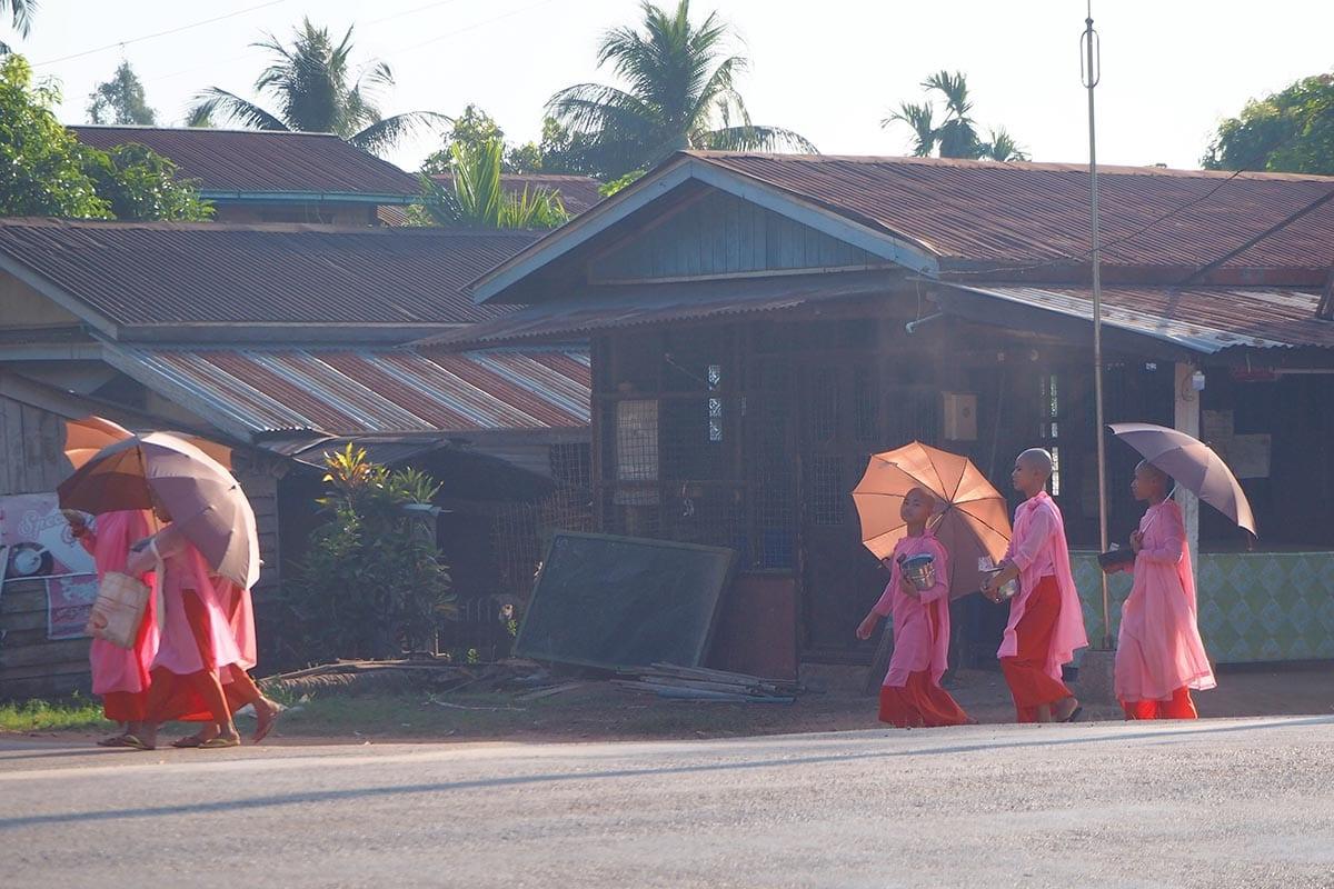 Unsere schönsten Myanmar Sehenswürdigkeiten: Abendstimmung in Ye