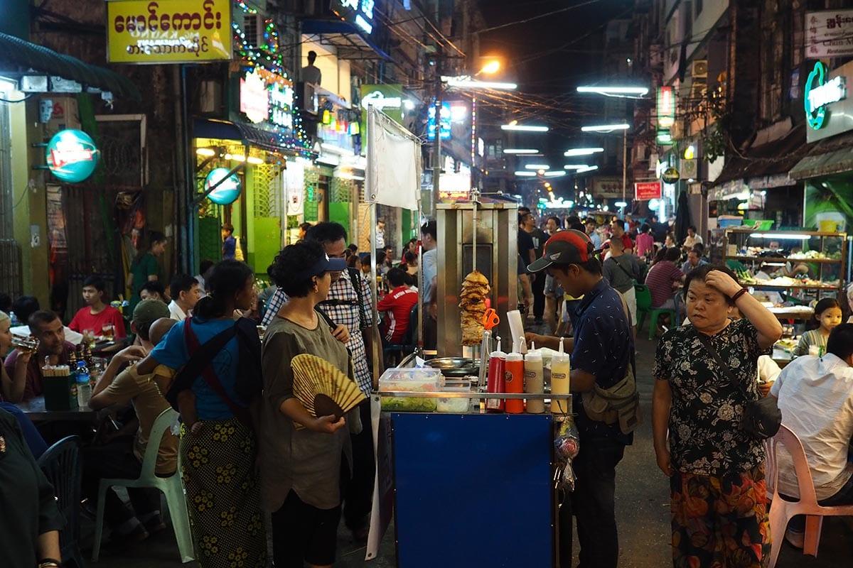 Unsere schönsten Myanmar Sehenswürdigkeiten: 19th Street in Yangon