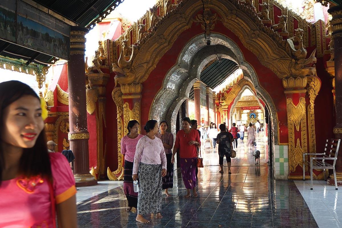 Unsere schönsten Myanmar Sehenswürdigkeiten: in der Kuthodaw Pagoda in Mandalay