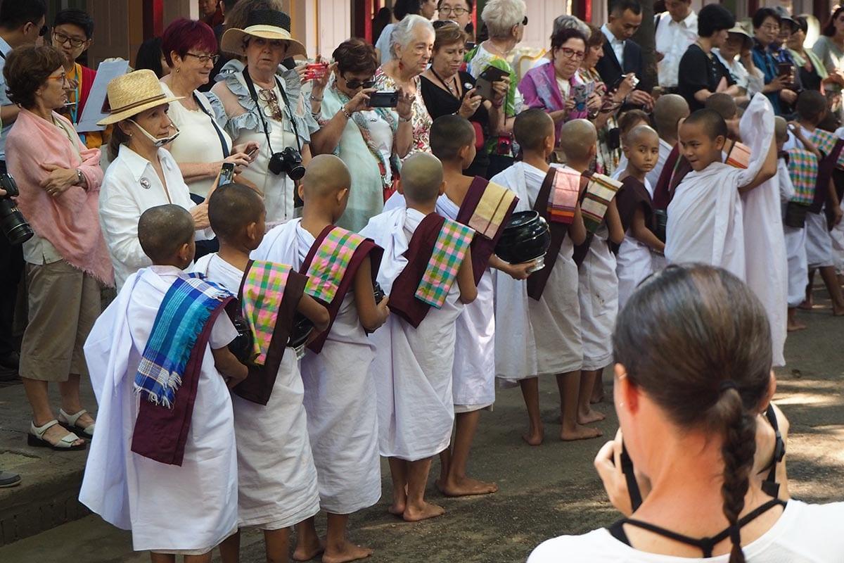 Unsere schönsten Myanmar Sehenswürdigkeiten: im Kloster Pyae bei Mandalay