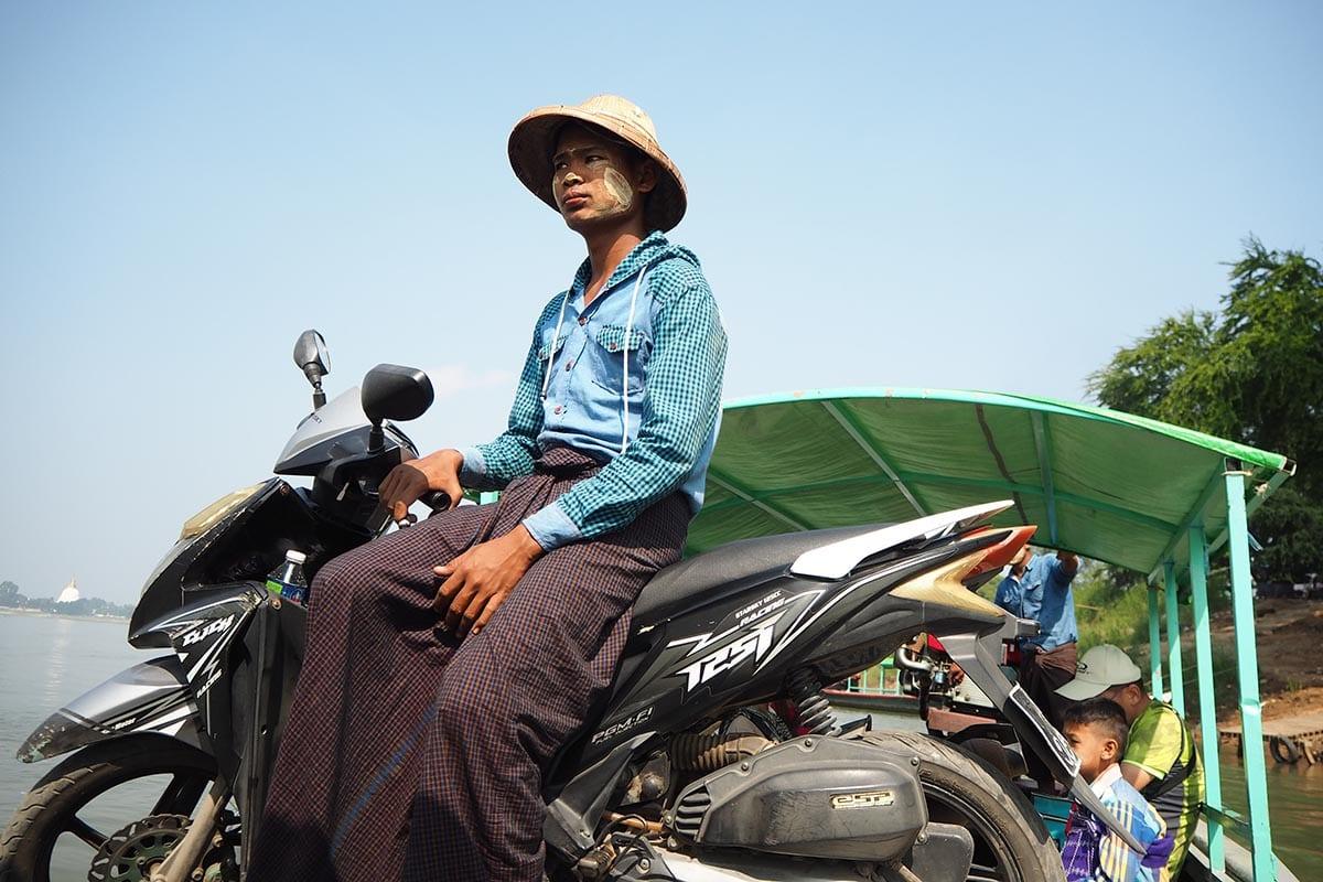 Unsere schönsten Myanmar Sehenswürdigkeiten: auf der Fähre nach Inwa