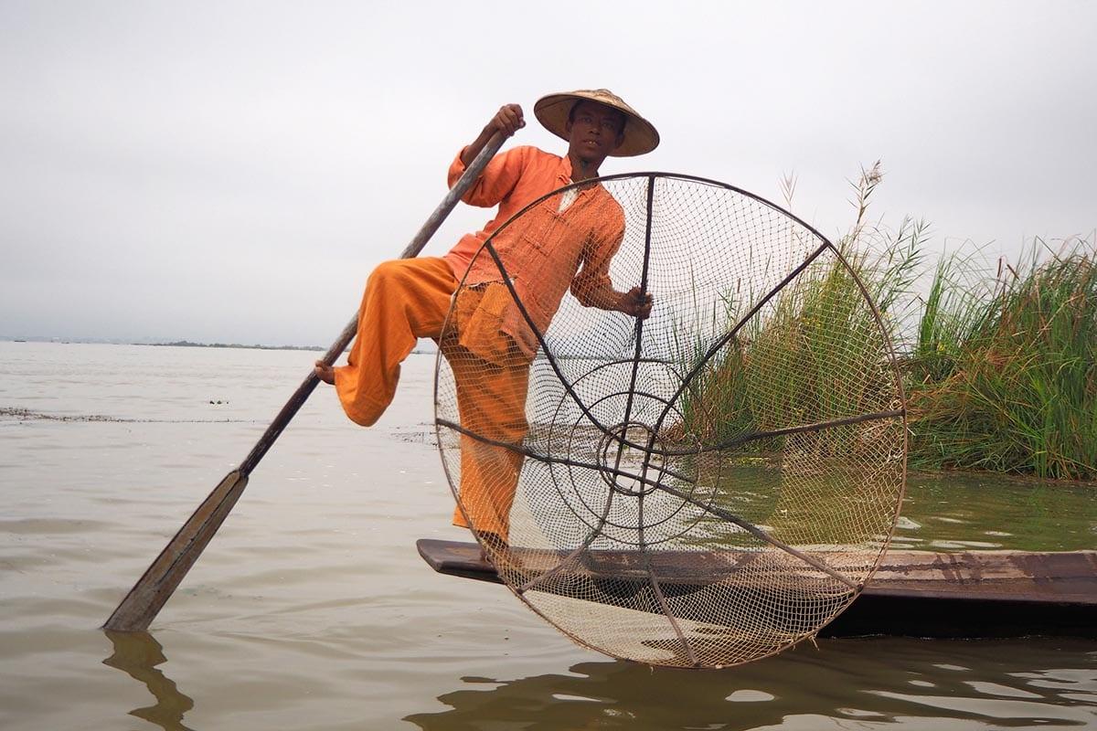 Unsere schönsten Myanmar Sehenswürdigkeiten: einbeinige Fischer am Inle-See