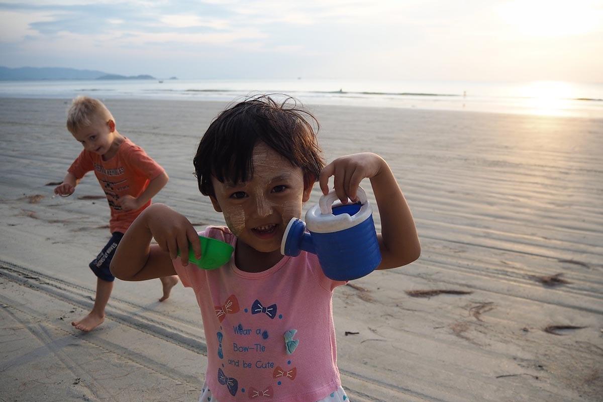 Unsere schönsten Myanmar Sehenswürdigkeiten: am Strand von Maungmagan