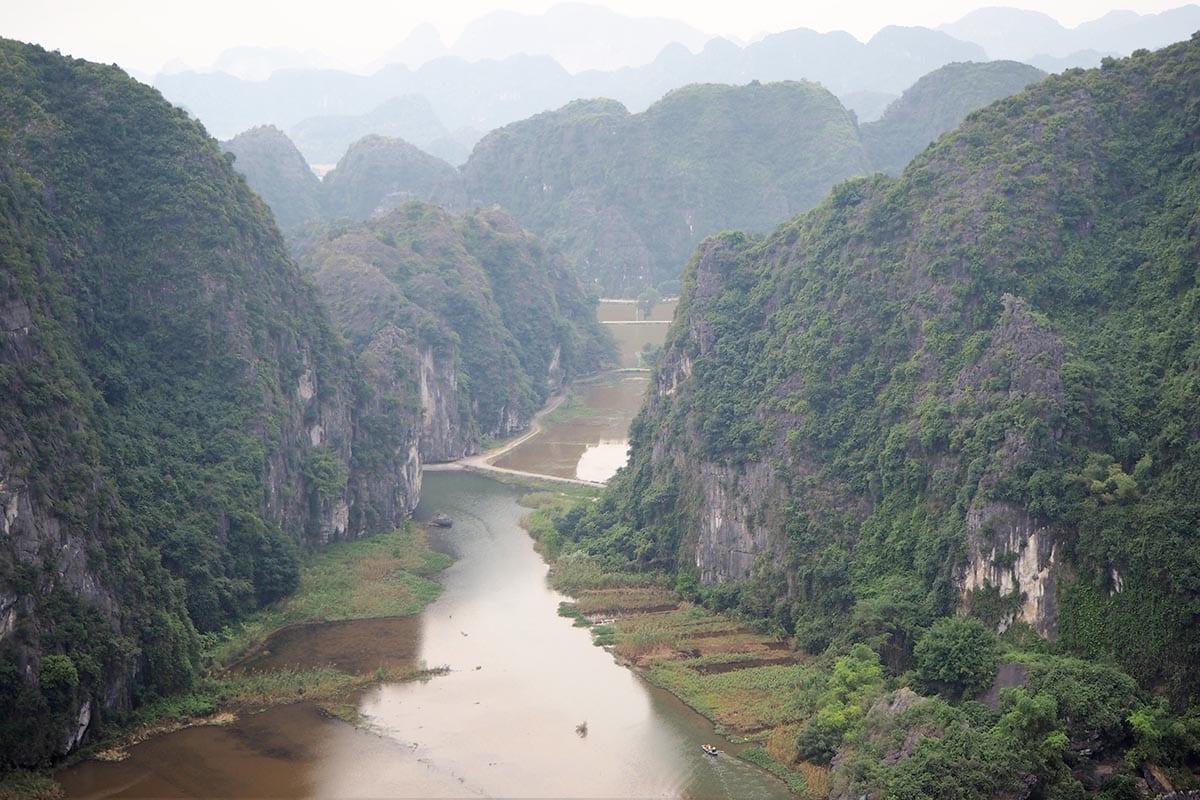 Außergewöhnliche Reisetrends 2020 mit Kindern – Vietnam Blick auf die Trockene Halong Bucht bei Tam Coc