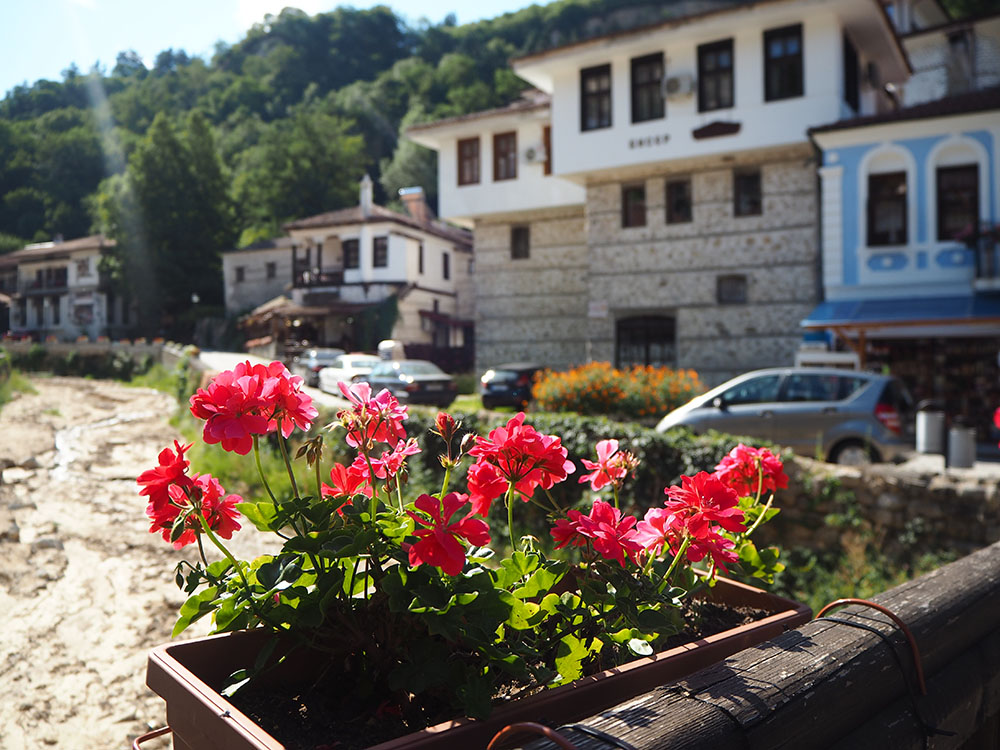 Außergewöhnliche Reiseideen in Europa mit Kindern – abendliche Stimmung in Melnik in Bulgarien